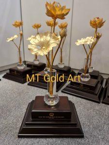 Chậu sen 1 cành dát vàng - Quà tặng doanh nghiệp được ưa chuộng nhất 2021