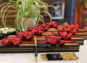 Bút ký nam nữ đúc vàng lá 24k - Quà tặng khách hàng doanh nghiệp ý nghĩa